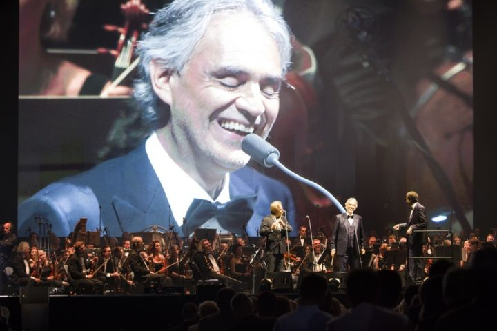 Italian tenor Bocelli once again receives warm ovation in Prague